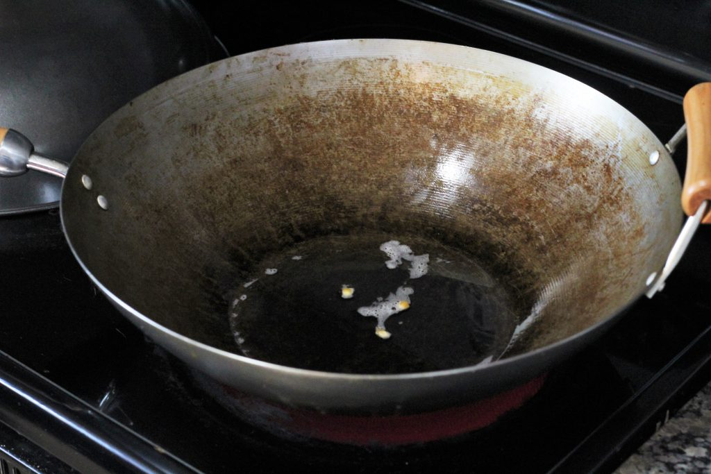 oil and 3 kernels in a wok